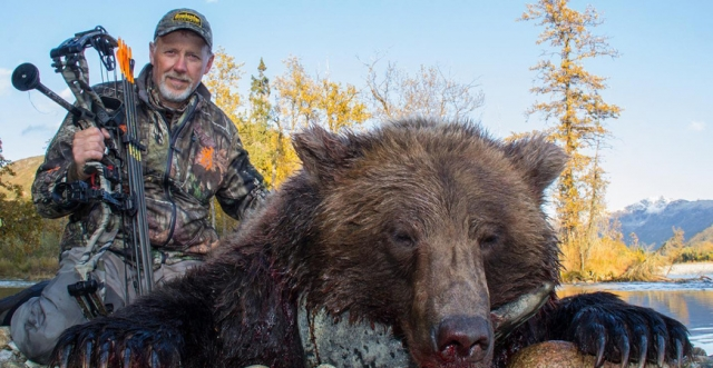 The Ultimate Archery Experience: Alaskan Brown Bear & Midwest Whitetails with Curt Wells
